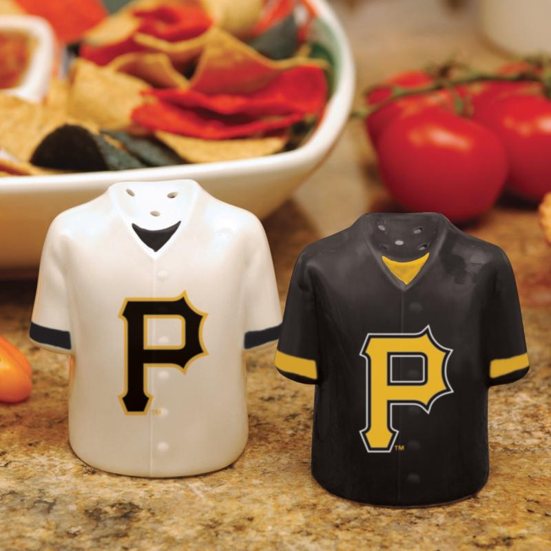 MEMORY Company Gameday Ceramic Salt and Pepper Shakers - Pittsburgh Pirates