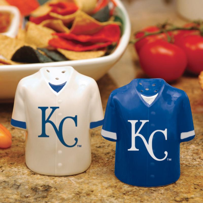 MEMORY Company Gameday Ceramic Salt and Pepper Shakers - Kansas City Royals
