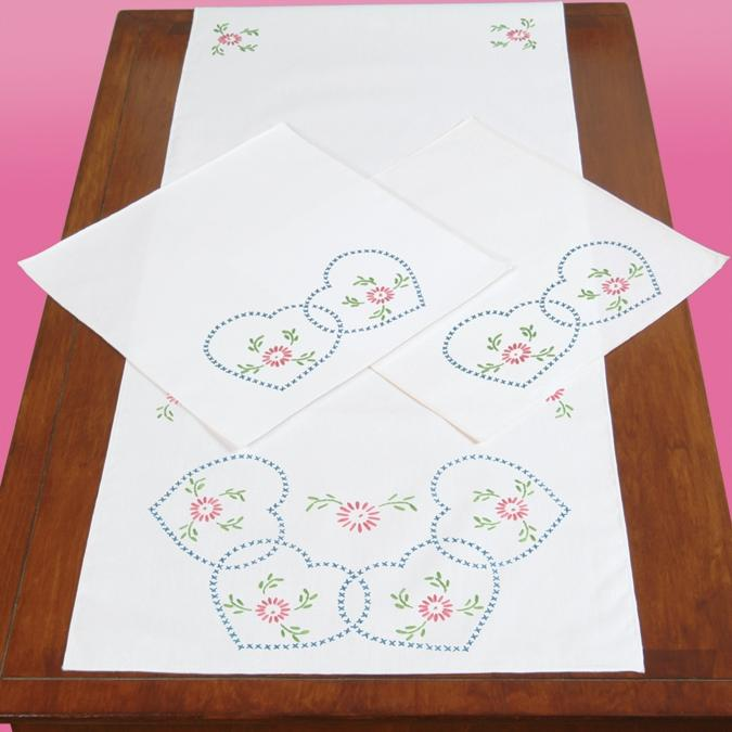 JACK DEMPSEY Stamped Dresser Scarf and Doilies Perle Edge 3-pack - Starburst Of Hearts